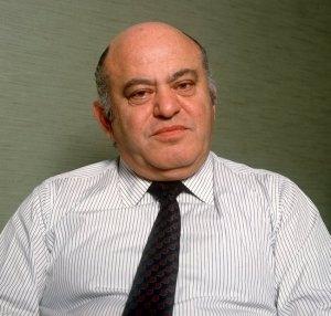 """ARCHIV - Jack Tramiel, Chef der Computerfirma Commodore und «Vater des C64» (Archivfoto vom 28.02.1986) starb am Ostersonntag in Kalifornien im Alter von 83 Jahren. Der Homecomputer C64, den seine Firma Commodore vor 30 Jahren auf der Consumer Electronics Show präsentierte, verkaufte sich in den kommenden Jahren über 30 Millionen Mal - und hält damit bis heute den Weltrekord des populärsten Personal Computers aller Zeiten. Foto: Thomas Schmidt dpa (zu dpa 0622 """"«Computer für die Massen» - Vater des legendären C64 gestorben"""" am 10.04.2012) +++(c) dpa - Bildfunk+++"""